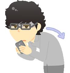 大阪市福島区 カイロプラクティック整体ヘンミ スマートフォンを操作している男性
