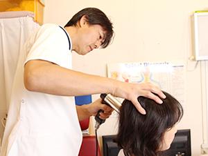 大阪市福島区カイロプラクティック整体ヘンミ|頚椎への施術の様子